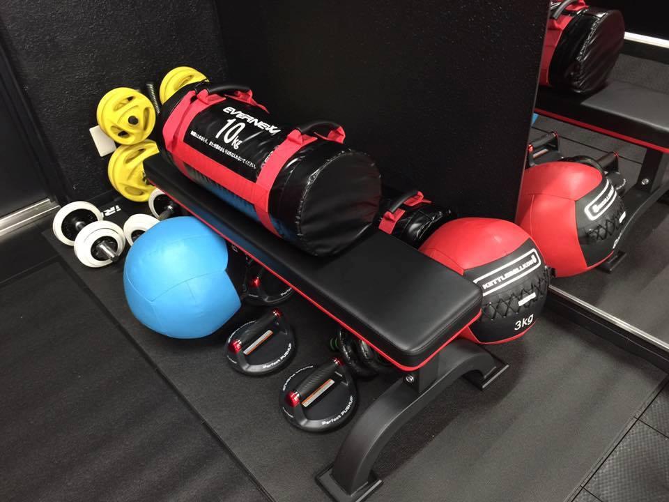ボクシングジム トレーニング 床材 交換